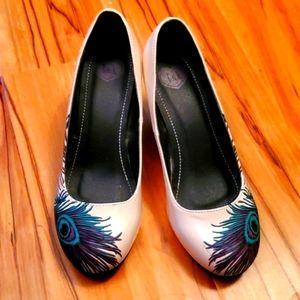 Womens TUK size 7 teal peacock shoes heels
